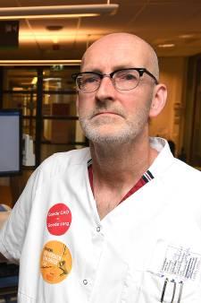 In ziekenhuis Boxmeer staken ze met een plakje cake voor de patiënten