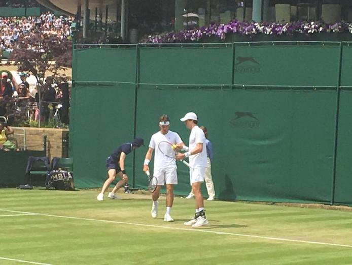 Wesley Koolhof (links) en Marcus Daniell namen met de kwartfinale op Wimbledon afscheid van elkaar.