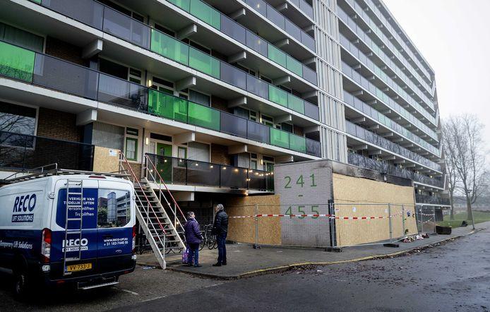 De flat aan het Gelderseplein in Arnhem, waar bij een brand tijdens de jaarwisseling een vader en zijn 4-jarige zoon omkwamen.