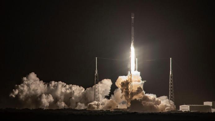 Samedi à 02H49 du matin (07H49 GMT), sur le pas de tir mythique 39A de Cap Canaveral, en Floride, une fusée Falcon 9, avec à son sommet une capsule Crew Dragon, décollera en direction de l'ISS, où la capsule doit s'amarrer le lendemain, avant de revenir sur Terre le 8 mars.