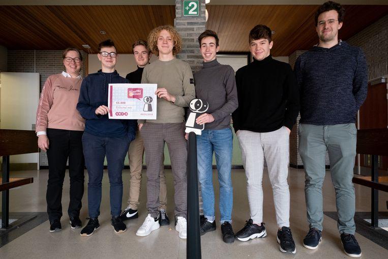 MECHELEN Leerlingen van 6 ASO Sociale Activiteit 'Docu/film' en 'BimSemTeam' winnen de wedstrijd '#GeefMe1Minuut' van Unia