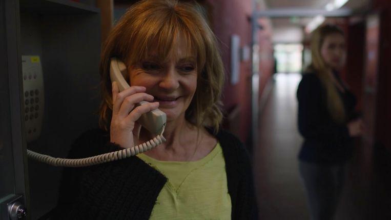 Het telefoontje dat de terugkeer van van Julia (Myriam Bronzwaar) in 'Thuis' in gang zette.