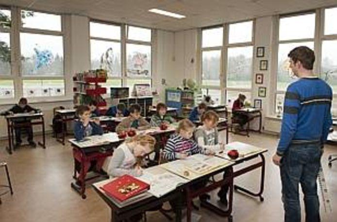 In 2014 was de, inmiddels gesloten, basisschool met de Bijbel Veenhuizerveld met 24 leerlingen de kleinste school van de Veluwe.