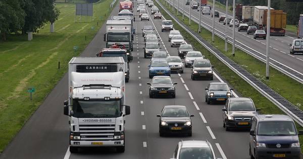 Ongeval op snelweg A1 tussen Deventer en Apeldoorn, half uur vertraging.