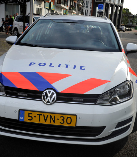 Tilburgse dief steelt van supermarkt en rijdt medewerker bijna aan bij uitvlucht