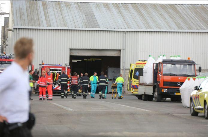 Bij Van de Reijt Meststoffen BV lagen de twee slachtoffers onder een omgevallen muur.