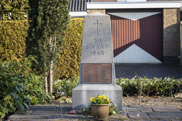Aan de Almelosestraat (foto) en de Rijssensestraat staan twee identieke monumenten. Op beide plekken zijn vlak voor de bevrijding tien mensen gefusilleerd.