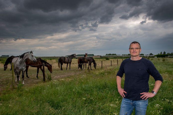 Frank Wammes is het nu nog rustige landschap. Frank is tegen de komst van een groot fruitpretpark.