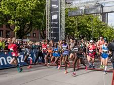 Familie Klamer op het podium tijdens Enschede Marathon