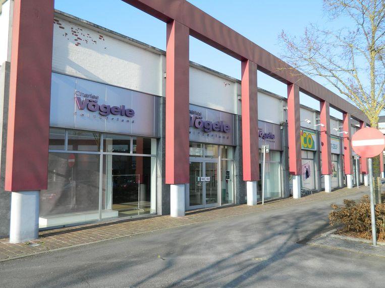 Het winkelcentrum Kruger met de typische rode zuilen. Kledingwinkel Vögele blijft voorlopig leeg. De uitbater van Brico wil niet communiceren over zijn toekomstplannen.