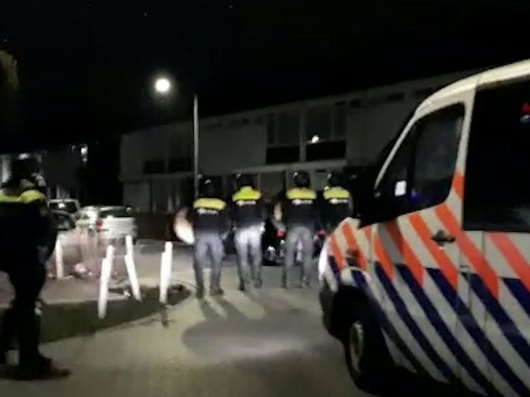 Ook onrust in Tilburg, relschoppers vernielen wijk