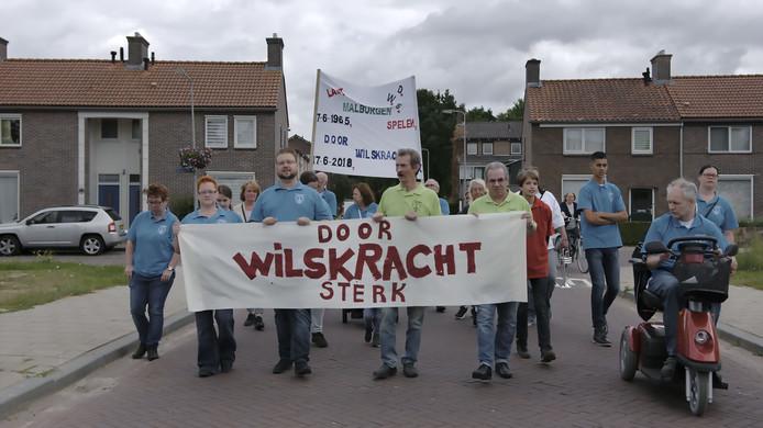 Scène uit de documentaire 'Door Wilskracht Sterk' van Nina Karim van Oort, over muziekvereniging DWS, die al jaren een rol van betekenis speelt in de Arnhemse wijk Malburgen.