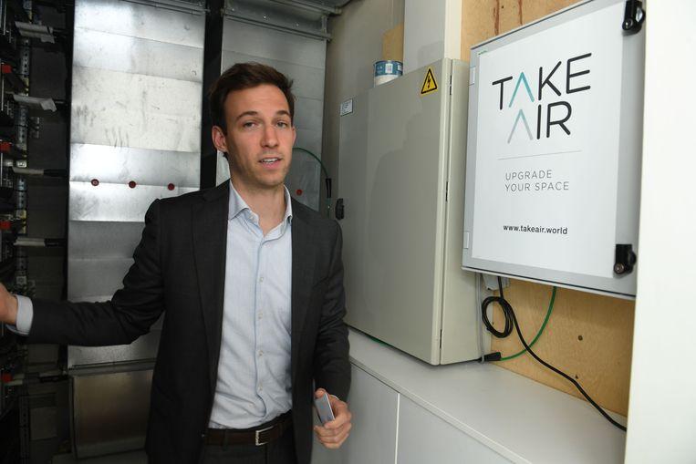 Architectenbureau Jaspers-Eyers Architects gaat in zee met TakeAir, de Belgische innovator die het systeem bedacht waarmee gezonde bacteriën in ventilatiekanalen van gebouwen worden verspreid. Op de foto: Loïk Eyers.