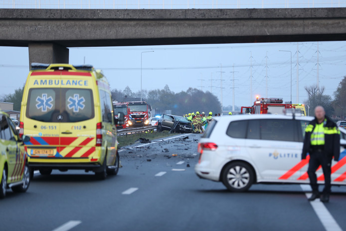 De situatie op de A18 bij Wehl kort na het ongeval.