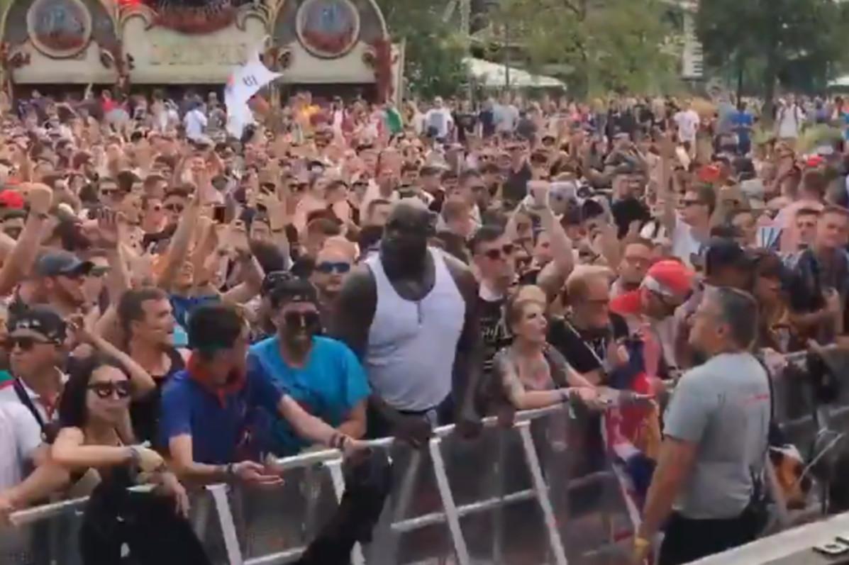 Le Shaq fait actuellement le buzz sur les réseaux sociaux après avoir été filmé en train de bouger son imposante carcasse au milieu des festivaliers durant le set du DJ Kill the Noise.