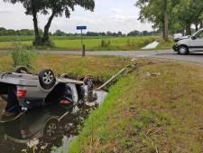 Vrouw en kind gewond nadat auto salto maakt in Staphorst