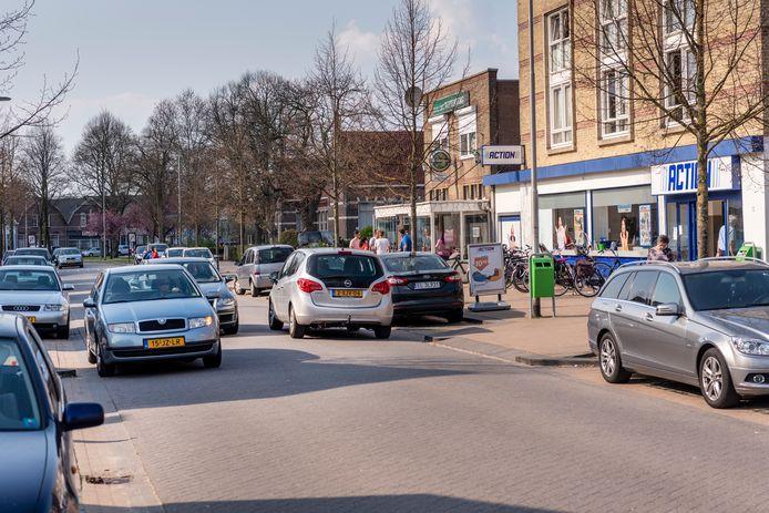 Met name in de weekeinden doen zich rond de Action in de Oude Molenstraat chaotische verkeerstaferelen voor.
