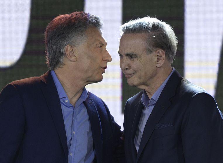 De Argentijnse president Mauricio Macri en zijn running mate Miguel Angel Pichetto na hun nederlaag.