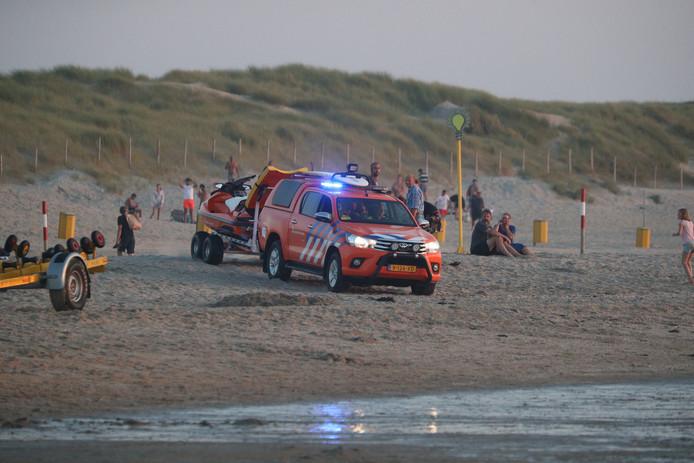 In de zee bij Ter Heijde wordt door hulpdiensten sinds 19.00 uur gezocht naar een vermiste zwemmer.