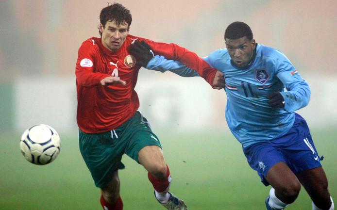 Ryan Babel (r, hier in duel met de Witrus Sergei Omelyanchur, was er twaalf jaar geleden reeds bij.