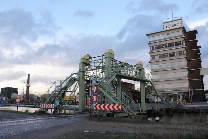 De ophaalbrug is aan onderhoud toe.