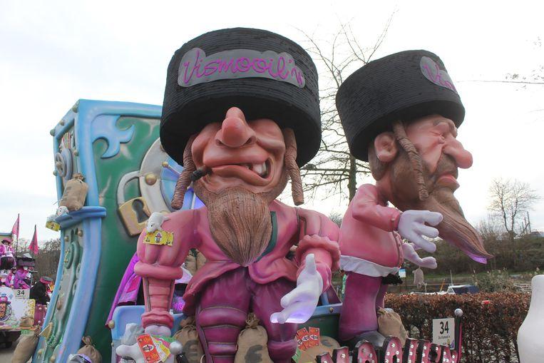 Carnavalsgroep De Vismooil'n kwam vorig jaar buiten met deze praalwagen, en die werd niet overal geapprecieerd.