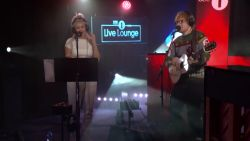 Niet te missen: de meeslepende kerstmedley van Ed Sheeran en Anne-Marie