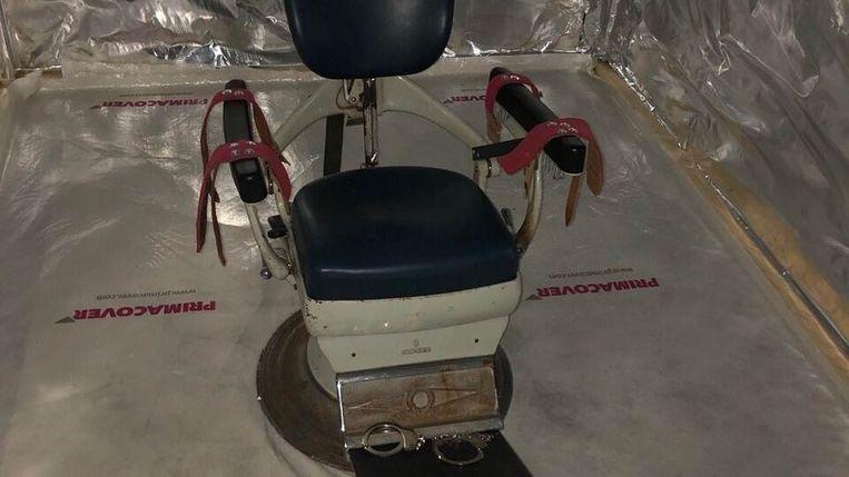 Tandartsstoel in zeecontainer die bedoeld was als martelkamer. Beeld Openbaar Ministerie