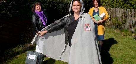 Speciale cape voor Apeldoornse helden in coronatijd: Marlinde krijgt hem als eerste
