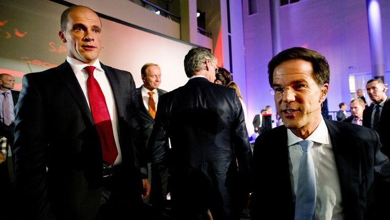 Lijsttrekkers Diederik Samsom (PvdA) en Mark Rutte (VVD) dinsdag na afloop van het slotdebat van de NOS. Beeld null