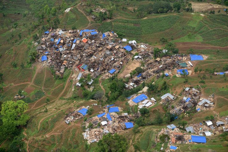 Verwoeste huizen in het afgelegen dorp Barpak. Beeld afp