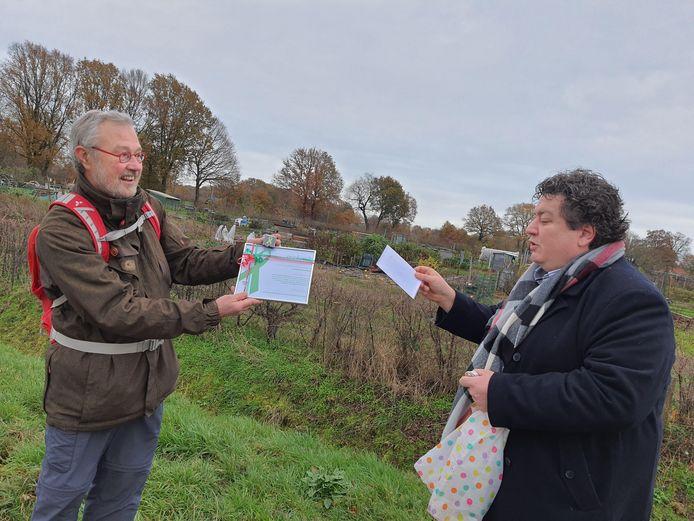 Roel Heij van de Kruidenhof (l) en juryvoorzitter en oud-raadslid Stefan Nijhuis.