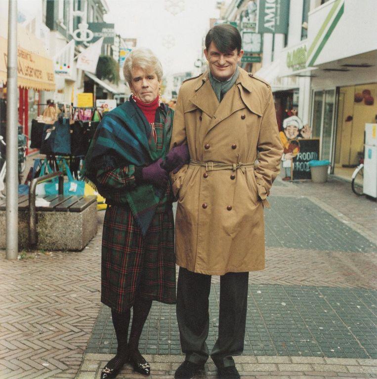Van Kooten en de Bie als Frank en Carla. Beeld Screenshot VPRO