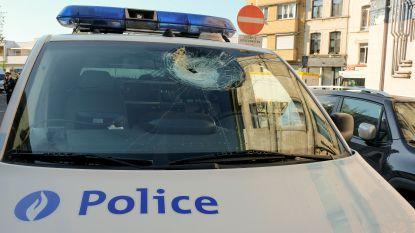 Gespannen nacht in Kuregem: onbekende daders bekogelen politie
