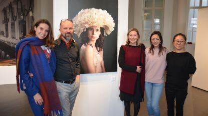 Selfie levert Joy plaatsje op tussen portretten van BV's in stadsmuseum