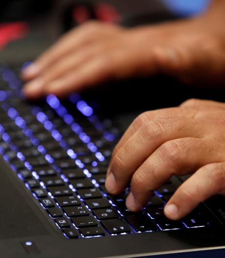 Agent uit functie gezet na chatcontact met minderjarige
