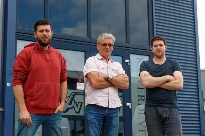 Oud Gastel - 29-6-2020 - Foto: Pix4Profs/Marcel Otterspeer - Transportbedrijf Overdevest, in beeld zoons Bart en Koen naast vader en oprichter Koos.