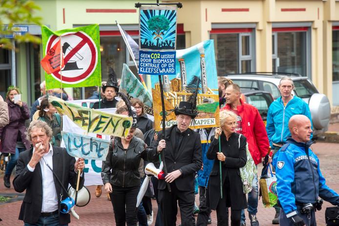 Een groep bomenliefhebbers marcheert vandaag door de stad.
