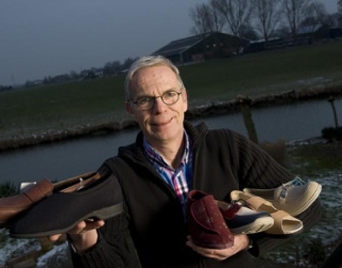 In 150 verzorgingshuizen een icoon: schoenenverkoper Paul ...