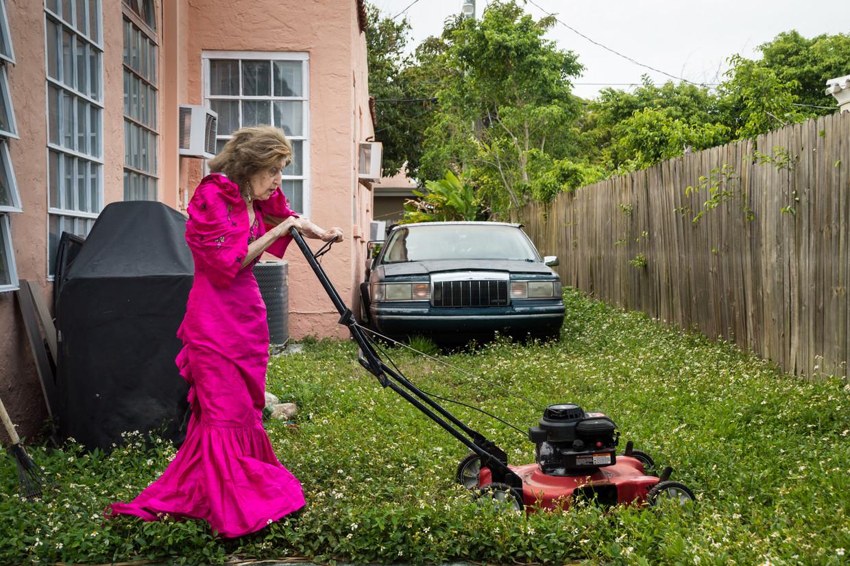 Ida Haendel, thuis in Miami: 'Ik liet haar in een concertjurk het gras maaien en we hadden de grootste lol.' Beeld Jelle Pieter de Boer