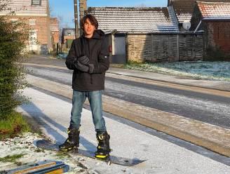 Geen skivakantie? Dan probeert Sam (14) maar te snowboarden in het heuvelachtige Zonnegem