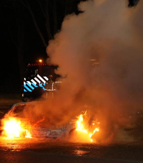 Auto's gaan in vlammen op in Leidschendam en Den Haag