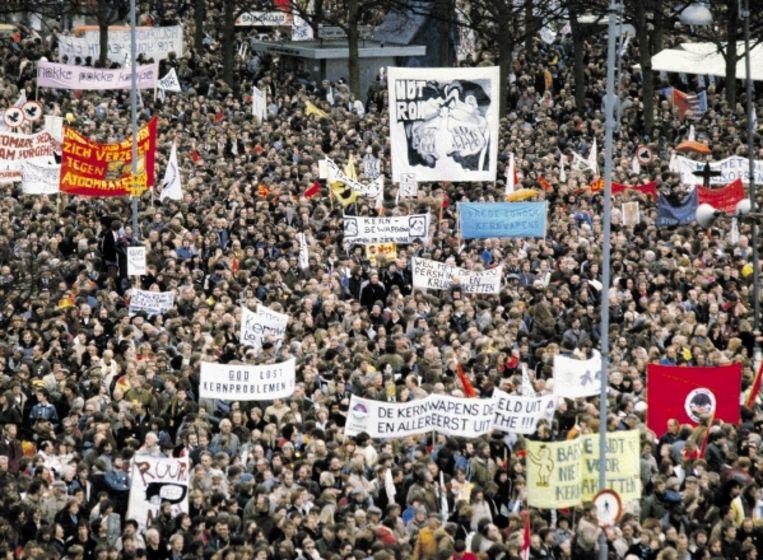 21 november 1981: demonstratie in Amsterdam tegen kernwapens. De discussie spleet het CDA. (FOTO ANP ) Beeld