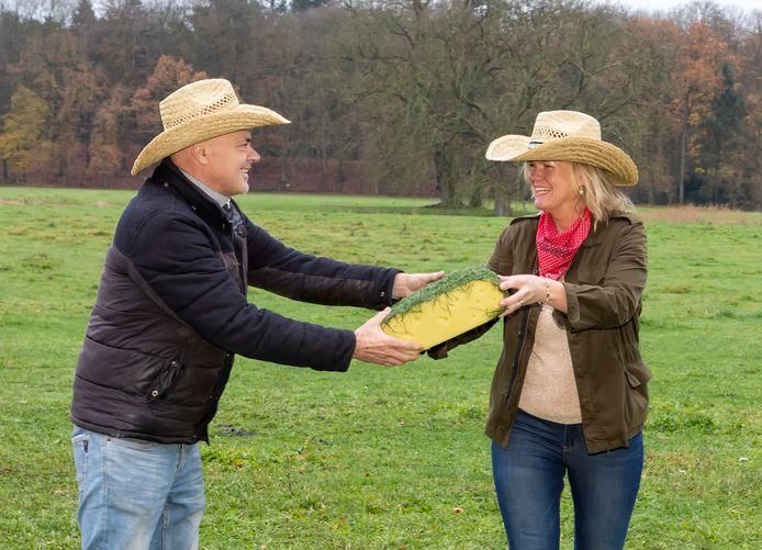 Jaap Korteweg (Those Vegan Cowboys) en Henny Westland (kaasbedrijf Westland) gaan samenwerken en brengen volgend jaar als eerste plantaardige smeerkaas op de markt.