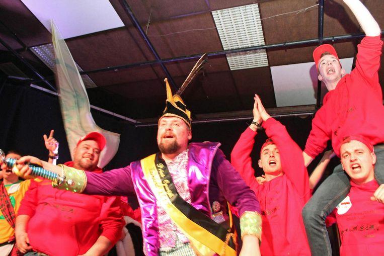 Jens zwaait de scepter. Hij is de nieuwe Prins Carnaval van Opwijk.