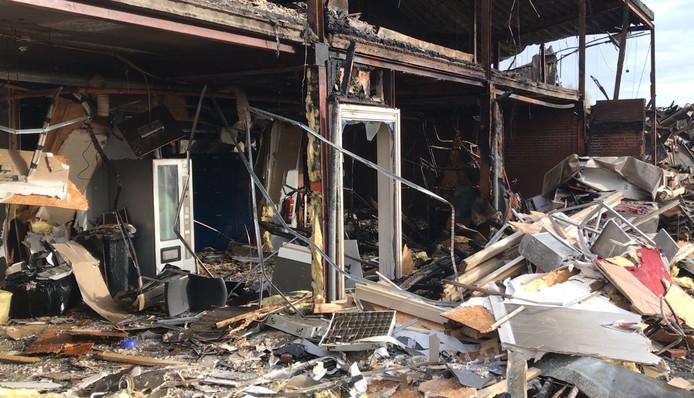 De loods van Lion Foods is volledig verwoest.