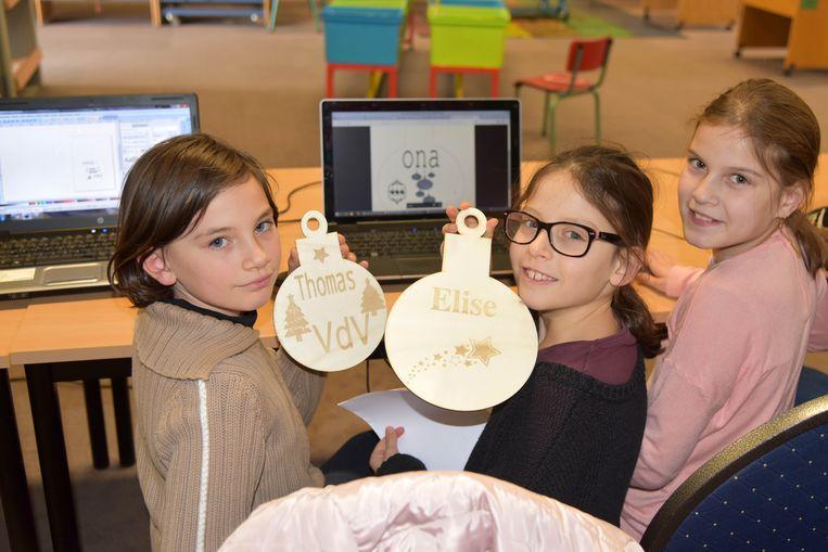 De kinderen van de familie Vandervliet-Callaerts wisten wel raad met de alternatieve kerstballen.