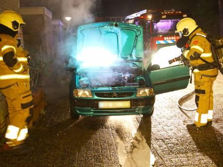 Weer autobrand in Oss: auto zou uit zichzelf zijn opgestart en weggereden