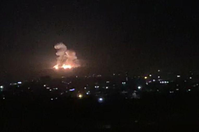 Archiefbeeld van een luchtaanval nabij de stad Damascus die volgens Syrië werd uitgevoerd door Israël op 20 november 2019.
