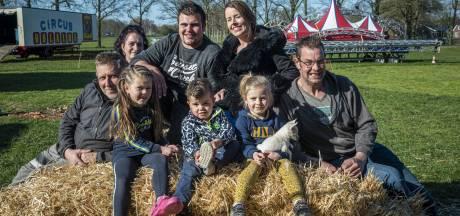 Gestrand circus houdt in Laren het hoofd nog boven water: 'Ik weiger mijn hand op te houden'